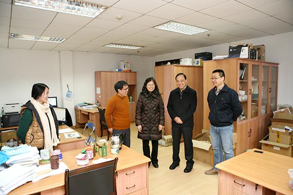 陈章龙书记、宋学锋校长走访各部门、各学院检查新学期准备工作